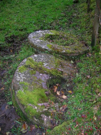 Drumcastle_Mill_grindstones