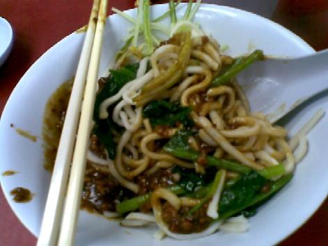 Zha jiang mian (Minced meat noodle)